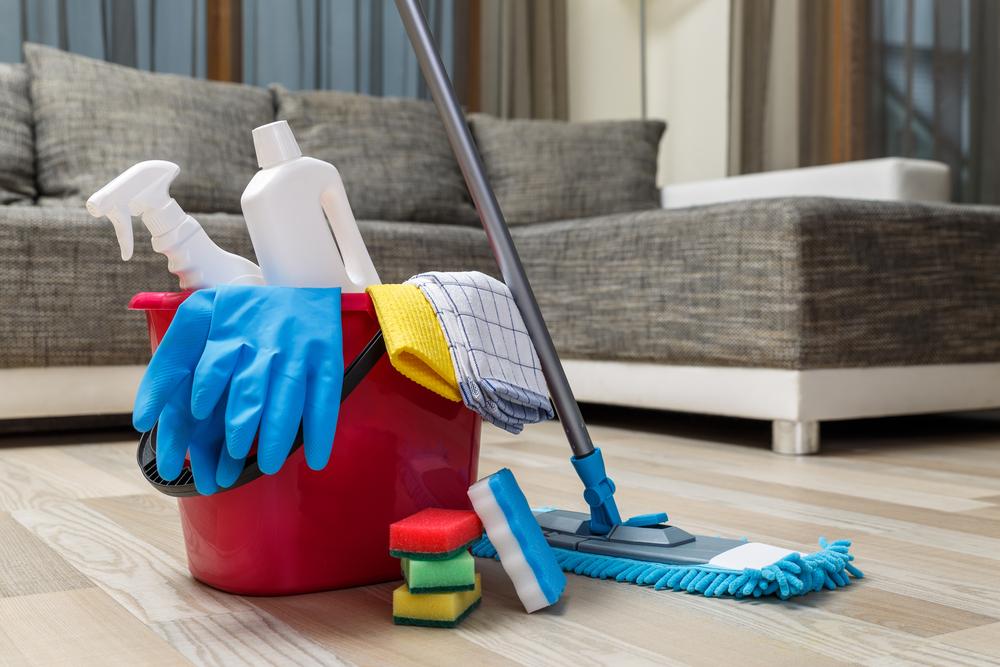 outils de base pour nettoyer une maison